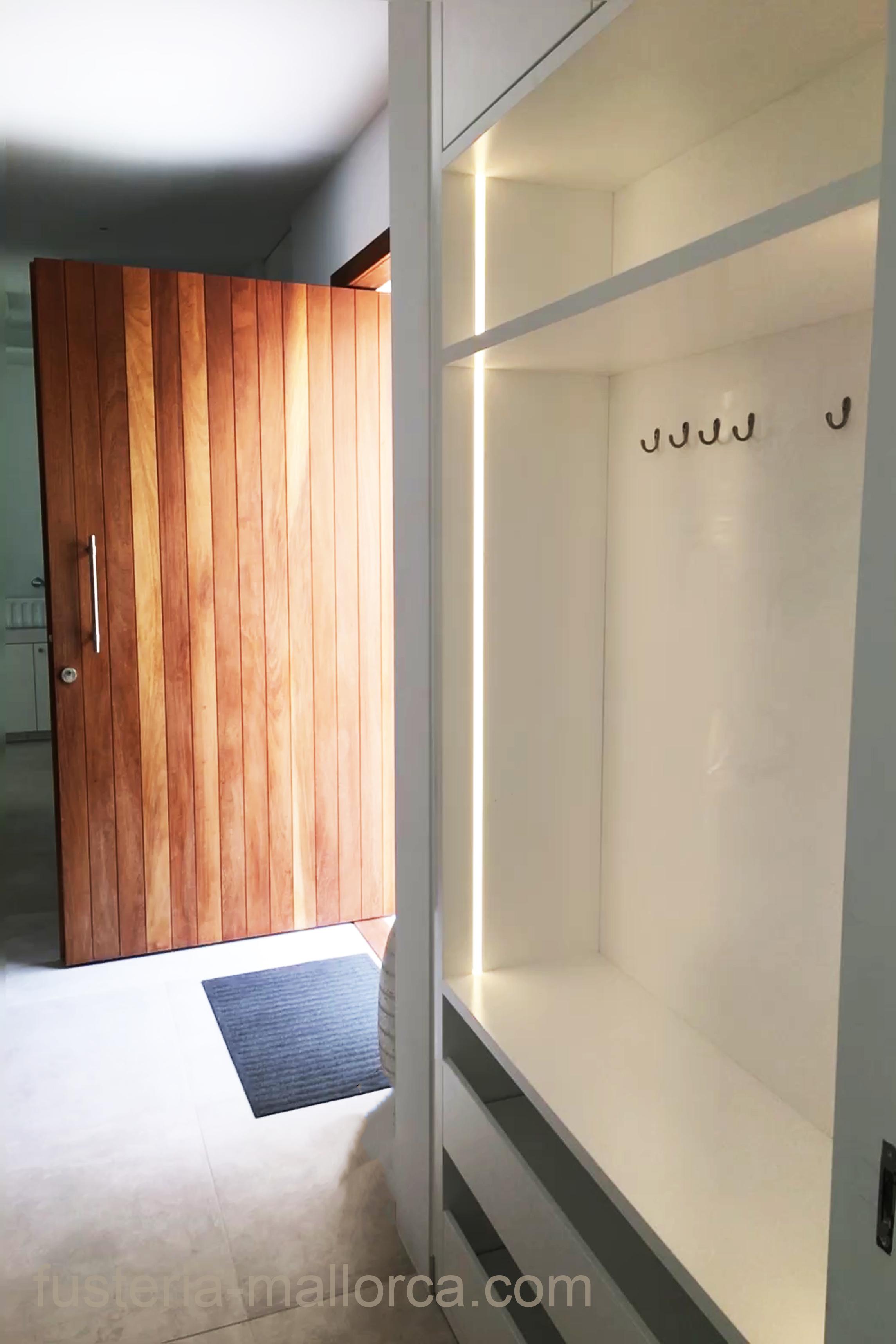 #wood #art #design #holz #kunst #design #madera #arte #cupboard #walkincupboard #kleiderschrank #amario #white #weiß #blanco